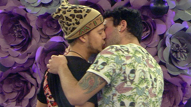 Big Brother 2016 - Ryan Ruckledge and Hughie Maughan kiss